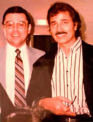 Dan_Hogan_with_Engelbert_Humperdinck_1988.jpg (51869 bytes)