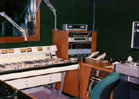 Production room at Star 101 in Orlando in 1990-Jaime Lerner.jpg (83445 bytes)